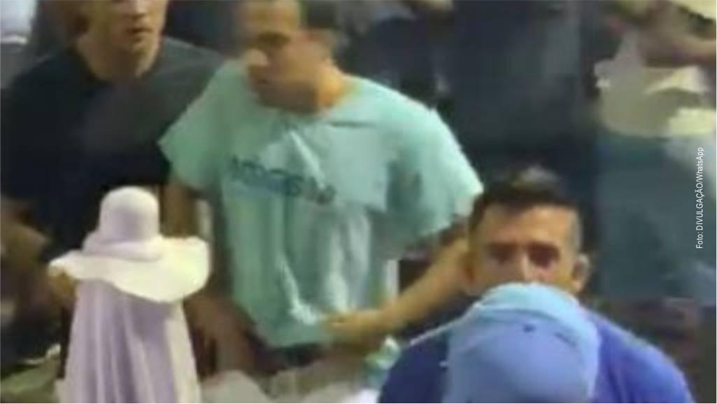 Bahia: folião saca arma em meio à briga; veja o vídeo
