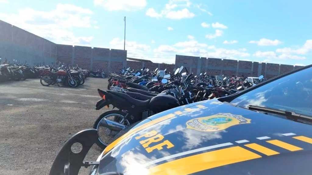 Conquista: Leilão de veículos sucatas com lances a partir de R$10 é feito pela PRF