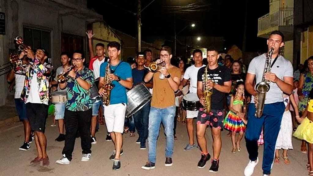 Ao som das marchinhas de carnaval, São Desidério comemora 58 anos