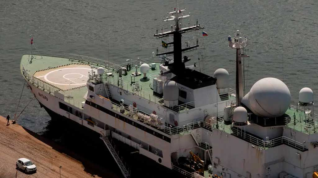 Suspeito de espionagem, navio russo deixa Marinha brasileira em alerta