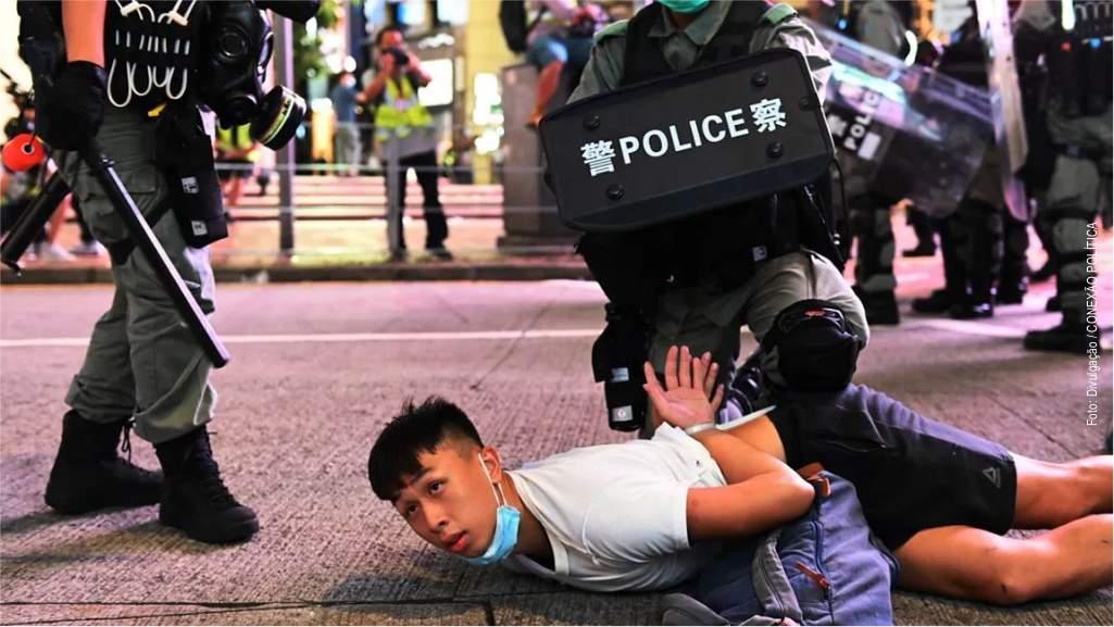 """Centenas de prisões em Hong Kong após """"lei de segurança"""""""