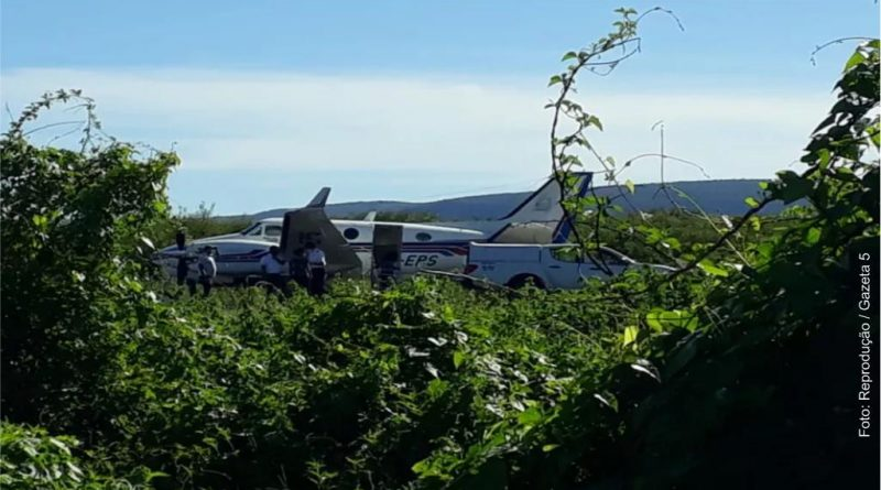 Ibotirama: Avião com vacina para Covid-19 bate em jumento em pista de pouso