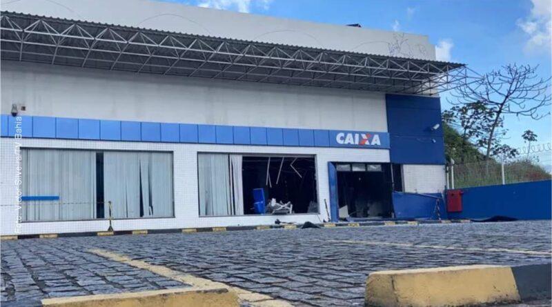 Agência bancária é explodida e morador é feito refém no Largo do Tanque, em Salvador