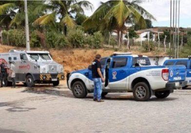Homens armados tentam assaltar carro-forte na BR-110