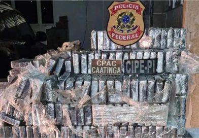 Três homens são presos com quase 1 tonelada de cocaína em fundos falsos de caminhões